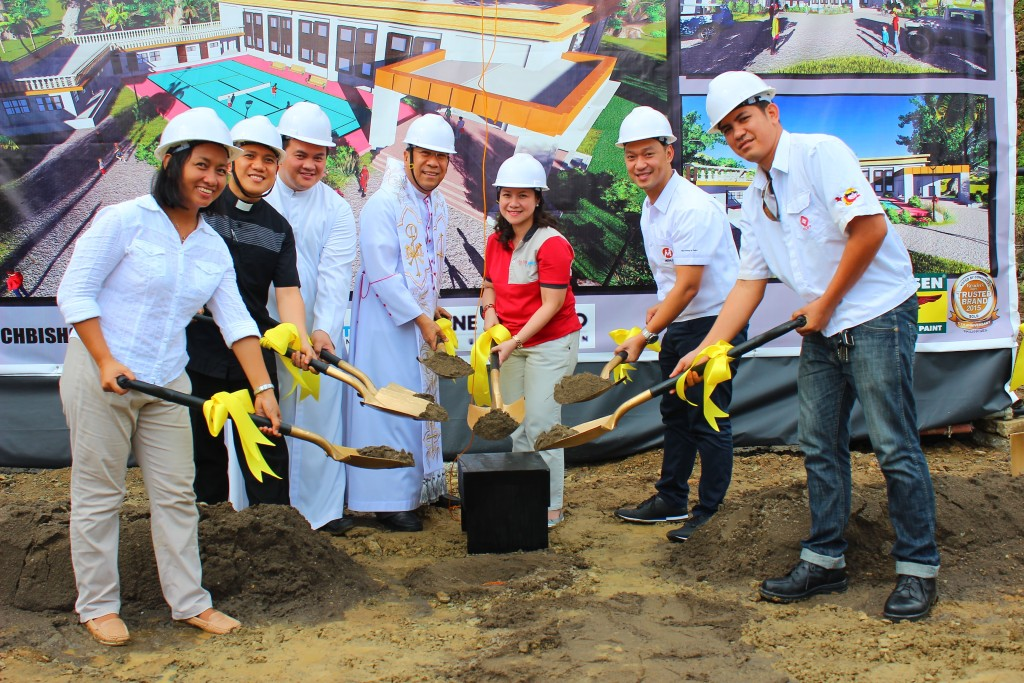 Palo Archbishop Most Rev. John Du (fourth from left); PLDT-Smart Foundation President Esther Santos (third from right) and One Meralco Foundation President Jeffrey Tarayao (second from right) led in the groundbreaking and time capsule laying on the site where the MVP Multipurpose Center will rise.