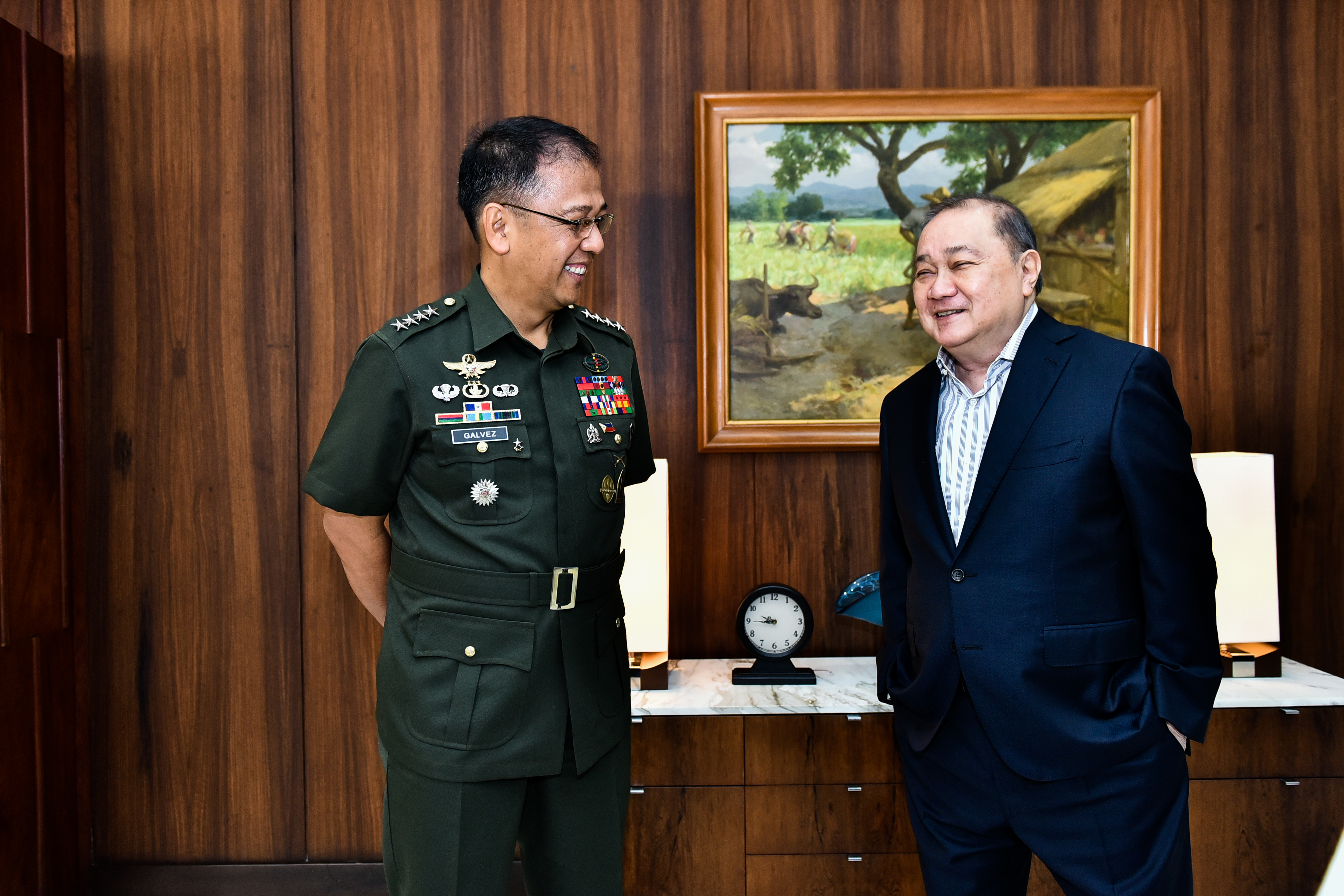 Meralco Chairman Manuel V. Pangilinan (right) with AFP Chief of Staff Gen. Carlito G. Galvez, Jr. (left)